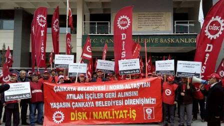 belediye binası işçiler tarafından işgal edildi